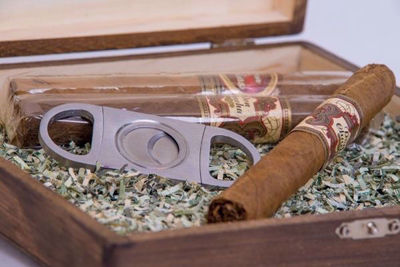Rustic Cigar Box | Personalized Cigar Box | Personalized Gifts For Men | Father's Day Gifts Ideas | Groomsmen Gift Ideas | Custom Engraved Gifts Ideas For Men | SignatureThings.com